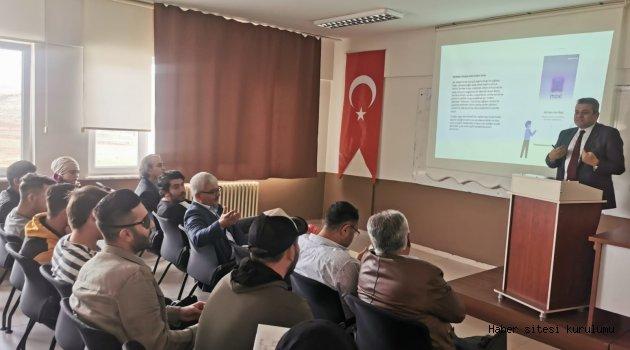 """""""DİJİTAL DÖNÜŞÜM VE BANKACILIK MESLEĞİ"""" KONFERANSI YAPILDI"""