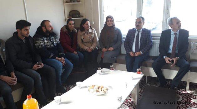 İŞCAN'DAN ADAY ÖĞRETMENLERE ALTIN ÖĞÜTLER